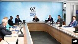 Tuan rumah PM Inggris Boris Johnson bersama para pemimpin G-7 dalam KTT di Cornwall, Inggris.