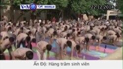 Hàng trăm sinh viên Ấn Độ tham gia tập yoga (VOA60)