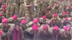 Le Premier ministre éthiopien fait des pompes avec des soldats
