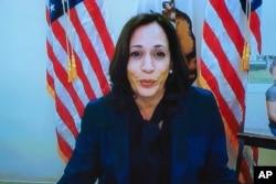 미국 민주당 부통령 후보인 카멀라 해리스 상원의원이 12일 에이미 코니 배럿 미 연방대법관 지명자의 법사위 인준 청문회에서 화상으로 발언하고 있다.