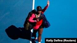 Serena Williams quitte le court de Melbourne, Australie, le 18 février 2021.