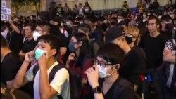 2019-09-26 美國之音視頻新聞: 大批市民及示威者在灣仔伊館外堅持五大訴求