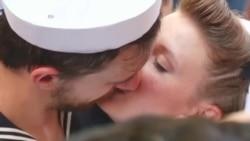 美国万花筒:纽约计程车旅馆;二战胜利之吻重现时报广场