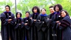 สตรีอเมริกันผิวสี 8 คนเตรียมขึ้นรับปริญญาเอกพร้อมกัน