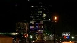 """2014-04-06 美國之音視頻新聞: 費城遊戲迷在大廈外牆玩""""俄羅斯方塊"""""""