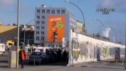 Berlin Duvarı'nın Bir Bölümünün Yıkılmasına Tepki