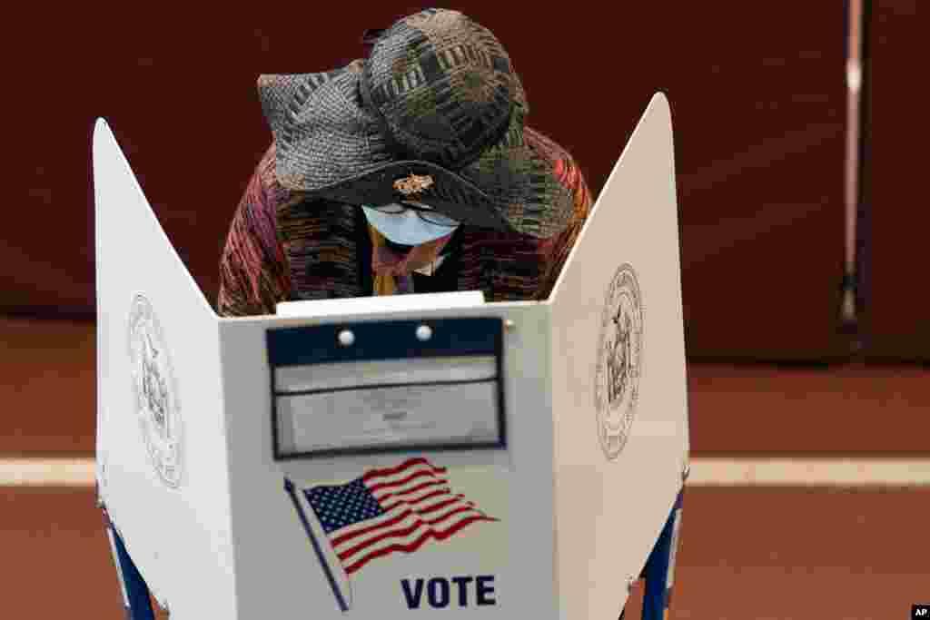 رای گیری زودهنگام در ایالت نیویورک نیز شروع شده است. روز انتخابات در آمریکا ۳ نوامبر برابر با ۱۳ آبان است.