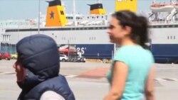 Izbjeglice u atenskoj luci sučeljene s neizvjesnošću