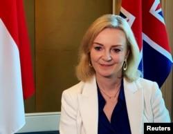 资料照片:时任英国贸易达成的特拉斯接受路透社采访。(2020年12月10日)