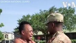 Lính Mỹ bất ngờ về thăm nhà khiến mẹ vỡ òa