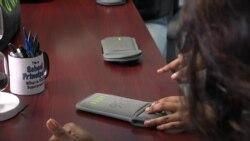 Щоб покращити оцінки та поведінку: американські школи забороняють смартфони в класах. Відео