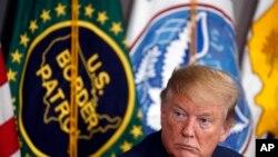TT Trump tại một buổi thảo luận về an ninh biên giới và người nhập cư, tại Calexico, California, tháng Tư, 2019.