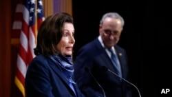 2 lidè demokrat, Depite Nancy Pelosi (Prezidan Chanm Bas la) avèk Senatè Chuck Schumer (lidè minorite a) ki t ap rankontre laprès apre plan sovtaj 484 milya dola a te pase.