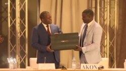 Le chanteur Akon présente son projet de ville futuriste près de Dakar