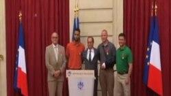法國總統表揚在列車上制服槍手的勇士