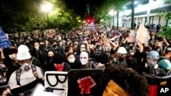 Waandamanaji wa vuguvugu la Black Lives Matter mjini Portland, Ore. Aug. 2, 2020.