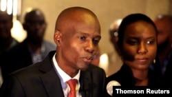 Jovenel Moise se dirige a los medios junto a su esposa Martine después de ganar las elecciones presidenciales de Haití de 2016.