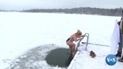Les employés de bureau en Suède se détendent avec une baignade glaciale