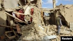 Havodan uyushtirilgan hujum natijasida vayron bo'lgan uy, Qunduz, Afg'oniston, 2016-yil, 4-noyabr
