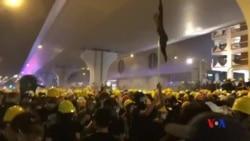 """香港示威者高呼口號""""光復香港 時代革命"""" 撤離"""