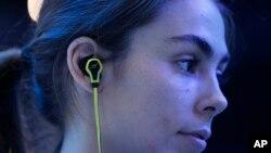 هدفون داخل گوش در نمایشگاه بینالمللی سیئیاس یا الکترونیک مصرفی (عکس از آرشیو)