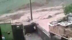 گریه یک سیلزده در شهر کلات در خراسان رضوی؛ سیل به شرق ایران رسید