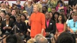 La popularidad de Clinton sigue decayendo