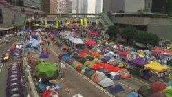 香港街头抗议学生拒绝三子撤退呼吁