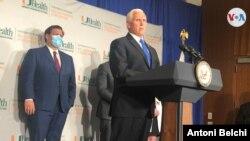 El vicepresidente Mike Pence durante una conferencia de prensa en la Universidad de Miami para hablar del desarrollo de la vacuna contra el coronavirus. [Foto: Antoni Belchi / VOA]