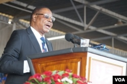FILE - Malawi President Peter Mutharika addresses his supporters during his swearing-in ceremony in Blantyre, May, 28, 2019. (L. Masina/VOA)
