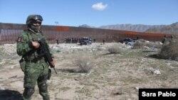 Los migrantes deportados de EE.UU. enfrentan incertidumbre en México según analistas mexicanos.