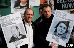 FILE - British actor Jude Law (R) and U.S. actor Kevin Spacey (L) join protesters in a march to campaign for free speech in Belarus, in central London, March 28, 2011.