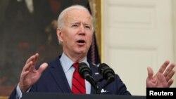 El presidente Joe Biden se dirige a la nación desde la Casa Blanca, el 23 de marzo de 2021, tras un tiroteo que se cobró la vida de diez personas en Boulder, Colorado.