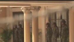 2013-12-03 美國之音視頻新聞: 泰國抗議者到達政府大廈門外