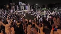 کراچی میں ممتاز قادری کی حمایت میں دھرنا