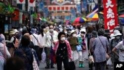 Jalanan di Tokyo tampak padat seiring dengan pembukaan kembali ekonomi Jepang, 24 Juni 2020. (Foto: AP)