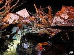 Una vista de los estragos causados por un tornado que azotó el condado de Brunswick, en Carolina del Norte, el 15 de febrero de 2021.