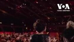 """Дівчата (не) займаються наукою: Америкaнка стала лауреаткою Нобелівської премії 2020 за """"переписування коду життя"""". Відео"""