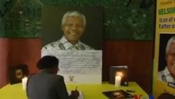 曼德拉悼念册在南非各地对民众开放