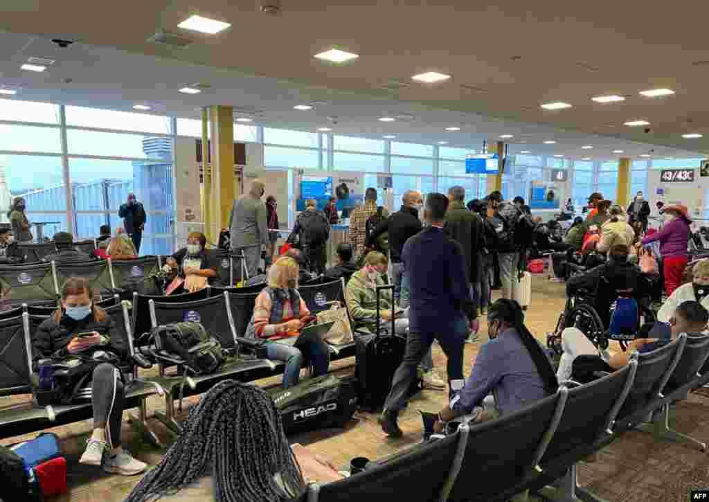 Así lucía una sala de espera el 18 de diciembre de 2020 en el Aeropuerto Nacional Reagan de Washington (DCA), Arlington, Virginia.