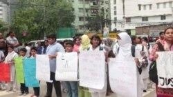 জাতীয় প্রেসক্লাবের সামনে সাংবাদিক নির্যাতনের প্রতিবাদে মানববন্ধন