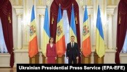Президент Украины Владимир Зеленский и президент Молдовы Майя Санду перед переговорами в Киеве. 12 января 2021