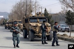 Foreign security personnel and Afghan police arrive at the site of an attack in Kabul, Afghanistan, March 6, 2020.