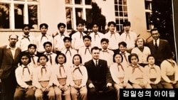 1950년대 체코 '김일성학원'에서 찍은 기념 사진.