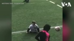 Neymar Jr et d'autres joueurs du PSG rencontrent un garçon handicapé du Kazakhstan (vidéo)