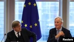 Glavni pregovarač EU za Bregzit, Mišel Barnie i Guj Verhofstad, koordinator Parlamentarne grupe za upravljanje Bregzitom, tokom sastanka te grupe u Evropkom parlamentu, u Briselu, Belgija, 2. oktobra 2019.