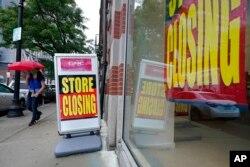 کرونا وائرس کی وجہ سے امریکہ بھر میں بہت سے کاروبار بند اور کارکن بے روزگار ہوئے ہیں۔