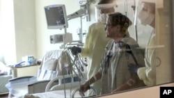 美国新奥尔良郊区一家医院里的新冠病人。