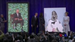 پەردەلادان لەسەر دوو تابلۆی وێنەی براک ئۆباما و میشێل ئۆباما