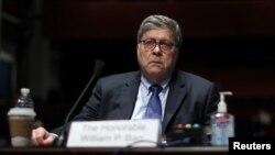 El secretario de Juticia de EE.UU., William Barr, testifica ante la Comisión Judicial de la Cámara de Representantes de EE.UU., el martes, 28 de julio de 2020, en Washington, D.C.